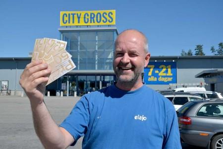 Kjell Nivemark vann presentkort värda 2 000 kronor i Värnamo.nu:s tävling.