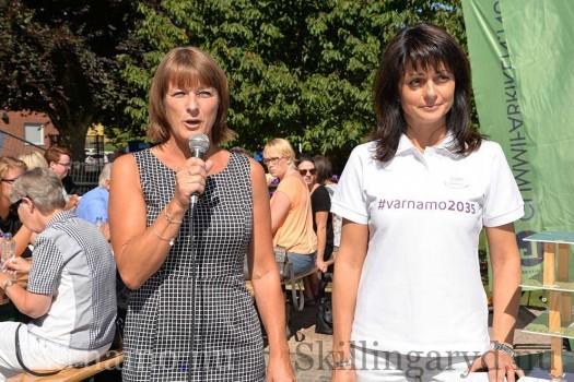 Anita Johansson till vänster ledde utfrågningen, här med Eniko Ohlsson.