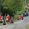 Fullt med traktorer på väg runt Rusken.