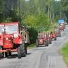 Mängder av gamla traktorer.