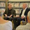Till vänster kulturchefen Lars Alkner i samtal mer kanalchefen Peter Olsson