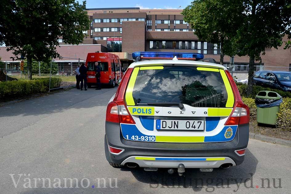 Polisen utreder nu hur olyckan gick till.